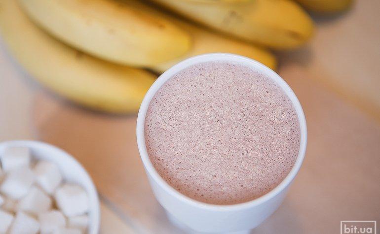 Какао со свежим бананом — 300/425 гр, 46/56грн